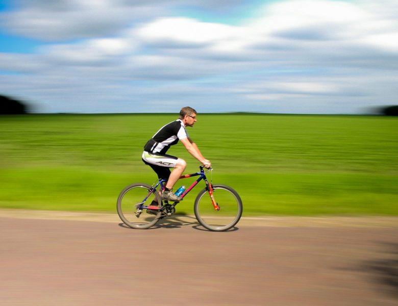 I benefici dell'andare in bicicletta: ecco perché dovremmo farlo ogni giorno
