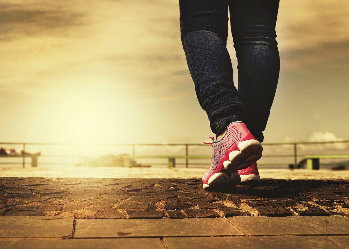 Camminare è meglio che correre: i trucchi per tenersi in forma