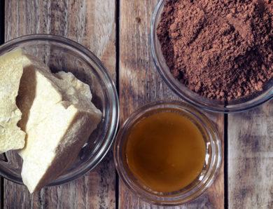Il burro di cacao e miele per eliminare le smagliature